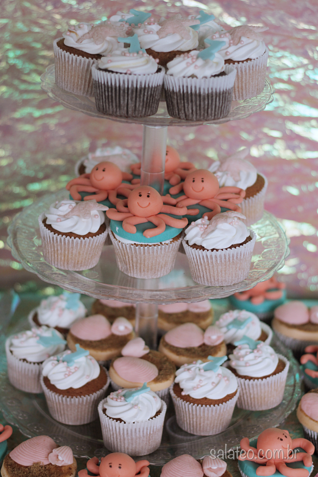 festa-fundo-mar-cupcakes-decorados-salateando-2